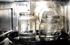 Можно ли и как правильно стерилизовать банки в микроволновке?