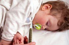 Как правильно применять в домашних условиях обезболивающее для детей при зубной боли, ангине, отите и боли в животе: проверенные средства