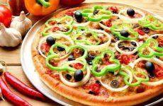 Как приготовить быструю простую пиццу за десять минут на сковородке