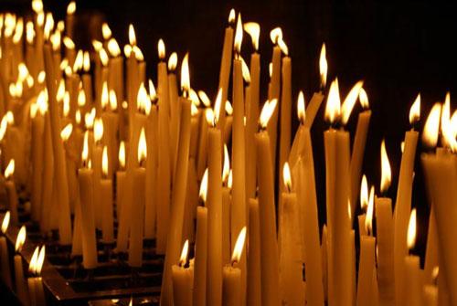 Как правильно ставить свечку за здравие и упокой в церкви: зачем и ...